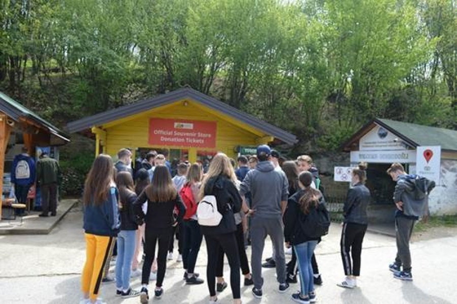 School excursion on pyramids in Visoko, become a trend: Students and teachers from Mostar visited the Ravne complex