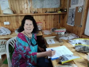 AMERICAN MARRY MACLANE THE FIRST VOLUNTEER OF THIS YEAR IN THE BOSNIAN PYRAMID VALLEY