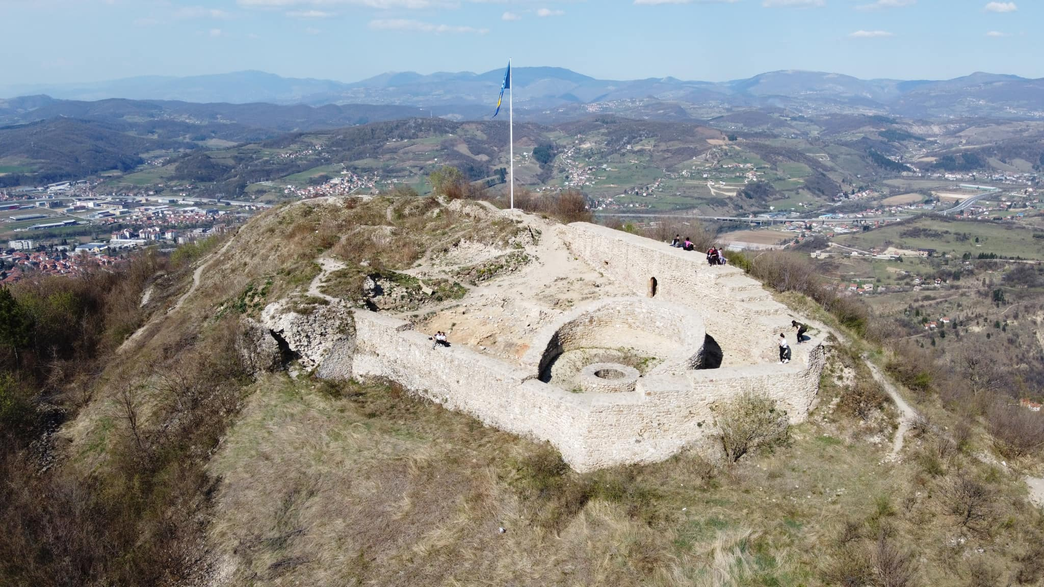 Na današnji dan 1355. godine se po prvi put spominje Stari grad Visoki